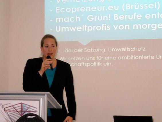 Dr. Katharina Reuter möchte Unternehmen für nachhaltiges Wirtschaften begeistern. Bild: Jens Brehl CC BY-NC-SA 4.0