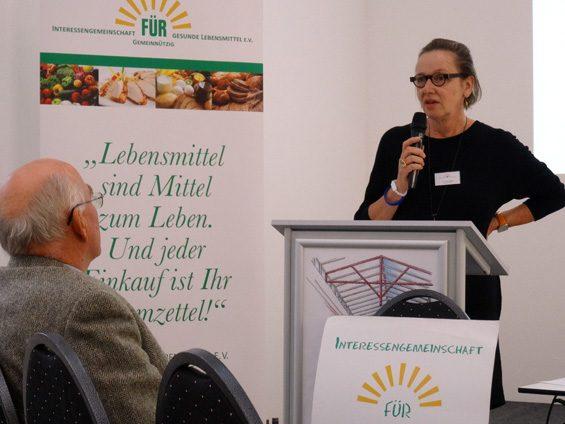 """""""Genuss ist kein Luxus"""", stellte Dr. Ursula Hudson von Slow Food Deutschland klar. Bild: Jens Brehl CC BY-NC-SA 4.0"""