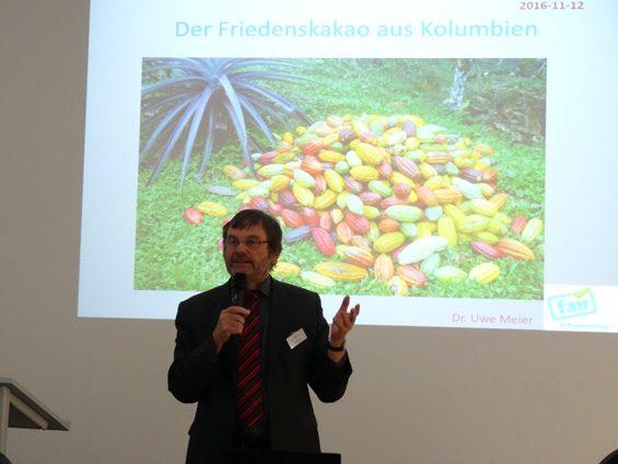 Dank Dr. Uwe Meier kann für den Frieden genascht werden. Bild: Jens Brehl CC BY-NC-SA 4.0