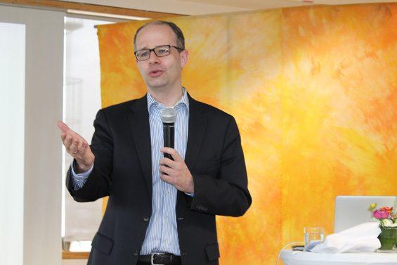 Bundestagsabgeordneter Michael Brand würdigte Georg Sedlmaiers Engagement. Bild: Jens Brehl CC BY-NC-SA 4.0