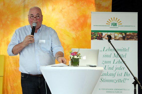 Rudolf Bühler sprach sich für Artenvielfalt aus. Bild: Jens Brehl CC BY-NC-SA 4.0