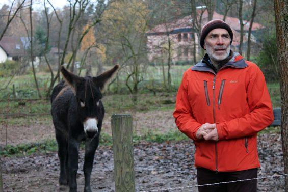 Tiere spielen in der Landwirtschaft und Pädagogik eine große Rolle, wie Thorsten Keuer auf dem Rundgang erläuterte. Bild: Jens Brehl CC BY-NC-SA 4.0