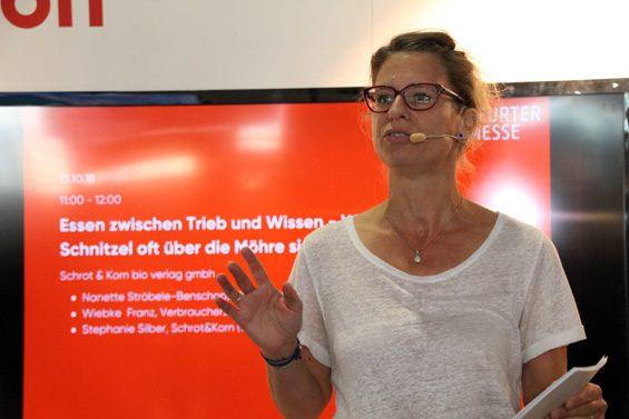 Stephanie Silber, Chefredakteurin der Schrot & Korn, begrüßte die Gäste. Bild: Jens Brehl CC BY-NC-SA 4.0