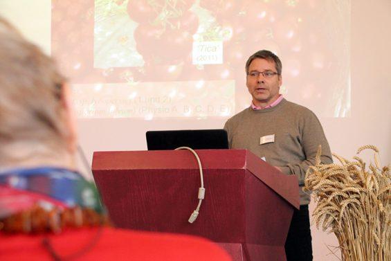 Michael Fleck erzählte von Problemen bei der Tomatenzucht. Bild: Jens Brehl CC BY-NC-SA 4.0