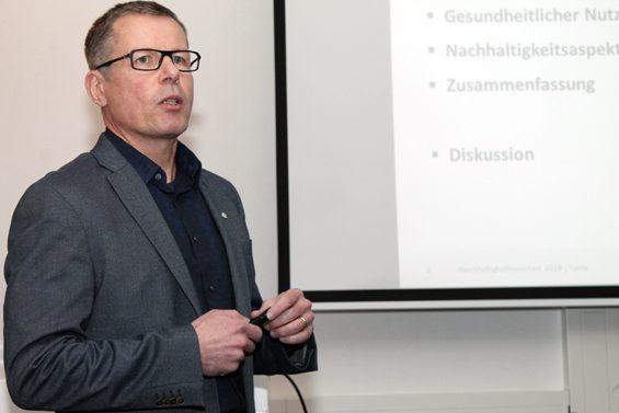 """Superfood ist nur Marketing"", erklärte Prof. Dr. Marc Birringer. Bild: Jens Brehl CC BY-NC-SA 4.0"