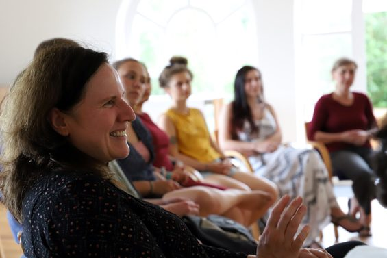 Anja Christinck (links) gehört zur Initiativgruppe Garten. Bild: Jens Brehl CC BY-NC-SA 4.0