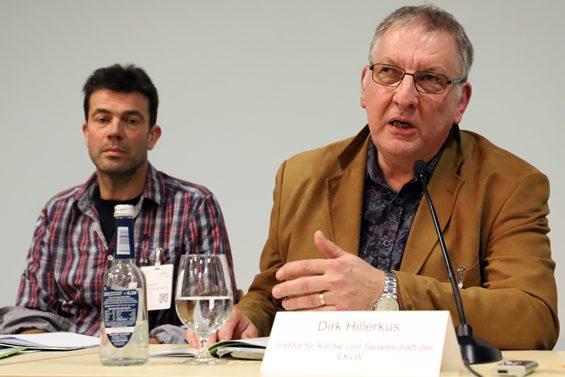 Dirk Hillerkus (rechts) will auch konventionelle Landwirte für öko motivieren. Bild: Jens Brehl CC BY-NC-SA 4.0