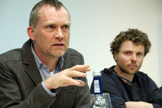 Jochen Goedecke (links) berät in Sachen fairer und ökologischer Pacht. Bild: Jens Brehl CC BY-NC-SA 4.0