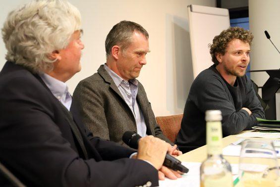 Björn Pasemann (rechts) erzählte von erfolgreichem Protest in Greifswald. Bild: Jens Brehl CC BY-NC-SA 4.0