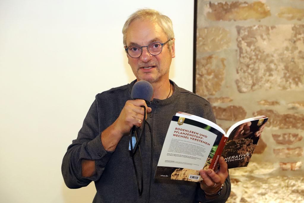 """Dietmar Näser liest aus seinem Buch """"Regenerative Landwirtschaft"""""""